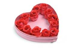 сформированные розы сердца коробки красные стоковая фотография