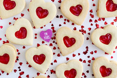Сформированные сердцем заполненные вареньем печенья сахара Стоковые Изображения RF