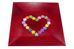 Сформированные сердцем изолированные бутоны искусственного цветка Стоковые Изображения