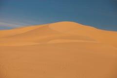 сформированный дюнами ветер песка Стоковое Изображение