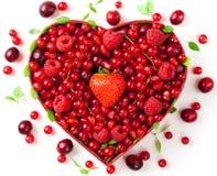 сформированный красный цвет сердца коробки ягод Стоковые Изображения RF