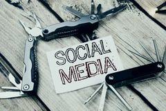 Схематическая воодушевленность титра текста сочинительства руки показывая социальные средства массовой информации Концепция дела  стоковое фото rf