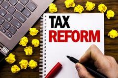 Схематическая налоговая реформа титра текста сочинительства руки Концепция дела для изменения правительства в налогах написанных  Стоковое Изображение