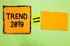 Схематическая тенденция 2019 показа сочинительства руки Вещи текста фото дела которое известно на короткий период времени в текущ бесплатная иллюстрация