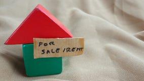 Схематический конец вверх по дизайну элемента для свойства, рекламы имущества, в аренду или дома продажи, красных и зеленых на зе стоковые фото