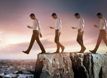 Схематический портрет молодого бизнесмена падая вниз от скалы стоковые фотографии rf
