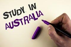 Схематическое исследование показа сочинительства руки в Австралии Студент-выпускник фото дела showcasing от международной огромно стоковые изображения