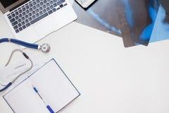 Схематическое рабочее место pulmonologist и нового контракта Стоковая Фотография RF