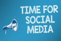 Схематическое сочинительство руки показывая время для социальных средств массовой информации Текст фото дела встречая новых друзе бесплатная иллюстрация
