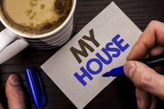 Схематическое сочинительство руки показывая мой дом Writte имущества домочадца семьи свойства дома снабжения жилищем текста фото  Стоковое Фото
