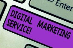 Схематическое сочинительство руки показывая обслуживание цифров выходя на рынок Обслуживания текста фото дела используя цифровые  иллюстрация штока