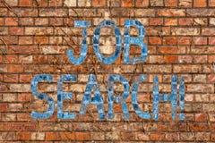 Схематическое сочинительство руки показывая поиск работы Поступок текста фото дела искать занятость должный к безработице стоковое фото rf