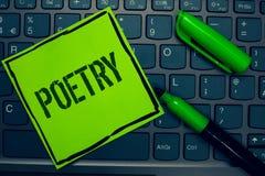 Схематическое сочинительство руки показывая поэзию Выражение литературного произведения текста фото дела идей чувств при стихотво Стоковое Фото