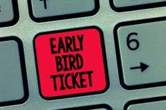 Схематическое сочинительство руки показывая предыдущий билет птицы Текст фото дела покупая билет прежде чем он пойдет вне для про стоковое изображение rf