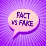 Схематическое сочинительство руки показывая факт против фальшивки Соперничество текста фото дела или продукты или s информации пе иллюстрация штока