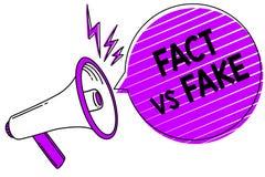 Схематическое сочинительство руки показывая факт против фальшивки Соперничество фото дела showcasing или продукты или информация  бесплатная иллюстрация