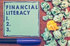 Схематическое сочинительство руки показывая финансовую грамотность Showcasing фото дела понимает и знающий о том, как деньги рабо стоковое изображение