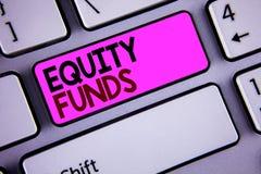 Схематическое сочинительство руки показывая фонды акций Фото дела showcasing инвесторы пользуется большие льготами с долгосрочным стоковая фотография rf
