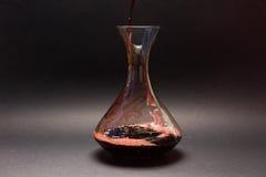 Сцеживать красное вино Стоковое фото RF