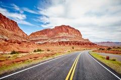 Сценарная дорога в национальном парке рифа капитолия, США Стоковое Фото
