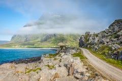 Сценарная дорога и красивые горы в Норвегии Стоковые Изображения
