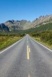 Сценарная дорога и красивые горы в Норвегии стоковое изображение