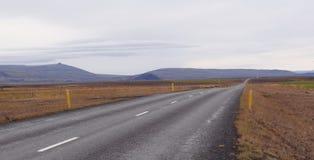 Сценарная трасса через исландскую сельскую местность стоковые изображения rf