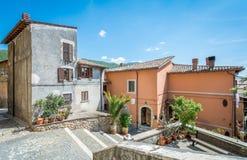 Сценарное визирование в Arsoli, деревне в провинции Рима, Latium, центральной Италии стоковая фотография rf