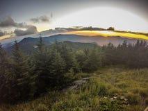 Сценарные взгляды на заходе солнца na górze держателя mitchell стоковое фото