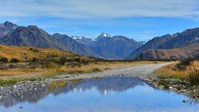 Сценарные горные цепи в области озер Ashburton в Новой Зеландии стоковое изображение