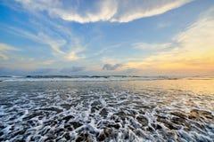 Сценарные прибой и заход солнца на пляже Parangritis стоковая фотография rf