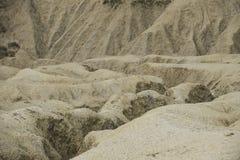 Сценарный ландшафт активного вулкана грязи в Buzau, Румынии Стоковая Фотография RF