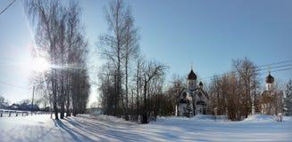 Сценарный ландшафт зимы с церковью стоковое фото rf