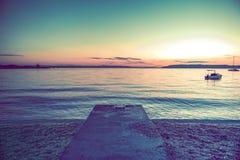 Сценарный адриатический заход солнца пляжа Стоковое Изображение RF
