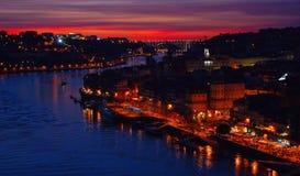 Сценарный взгляд за мостом Луис i в Oporto стоковая фотография