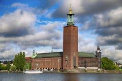 Сценарный взгляд здание муниципалитета от Riddarholmskyrkan, Стокгольм, Стоковые Фото
