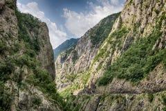 Сценарный взгляд каньона реки Moraca, Черногории стоковая фотография