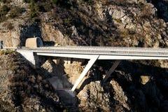Сценарный взгляд на тоннеле шоссе и дороге шоссе моста водя до конца в инфраструктура Хорватии, Европе/переходе и движении Стоковые Фотографии RF