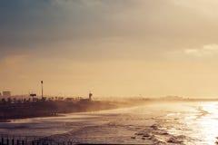сценарный взгляд пляжа в солнечном дне Стоковое Изображение
