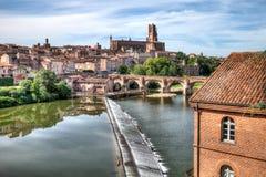 Сценарный взгляд реки и собора в Альби Франции стоковое изображение rf