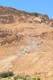 Сценарный взгляд следа пути змейки и фуникулера к крепости Masada, национальному парку Masada, Израилю стоковое изображение rf
