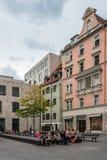Сценарный взгляд улицы в историческом центре города Мюнхена clou Стоковые Фото