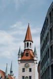 Сценарный взгляд улицы в историческом центре города Мюнхена sunn Стоковое Фото