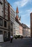 Сценарный взгляд улицы в историческом центре города Мюнхена sunn Стоковое фото RF