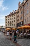 Сценарный взгляд улицы в историческом центре города Мюнхена sunn Стоковые Фото