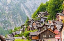 Сценарный взгляд художественной открытки известного villag горы Hallstatt Стоковое Изображение RF