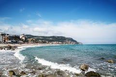 Сценарный взгляд Pietra Ligure, Лигурии, итальянца Ривьера стоковые фото