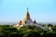Сценарный взгляд виска в старой зоне Bagan, Мьянмы Ananda Стоковое Фото