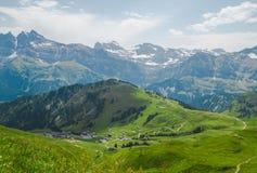 Сценарный взгляд в швейцарских Альпах Стоковое фото RF
