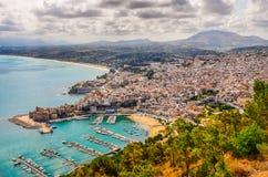 Сценарный взгляд городка и гавани Трапани в Сицилии Стоковые Изображения RF